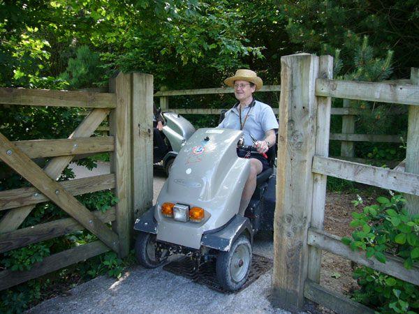 okehampton-graniteway-02-robin-at-the-gate